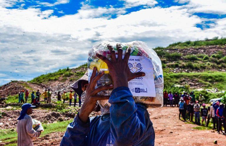 Assistência Social - pobreza - pandemia - auxílio - miséria - doação - cesta básica - Campanha Vem Ser Mais Solidário - Entrega de cesta básica no aterro sanitário de Cuiabá