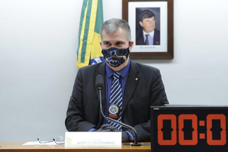 Deputado  Delegado Antônio Furtado em reunião de comissão