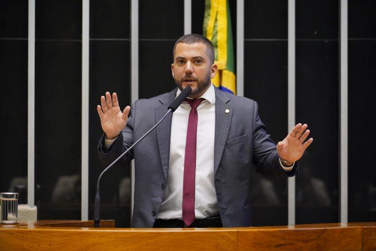 Deputado Carlos Jordy discursa no Plenário da Câmara