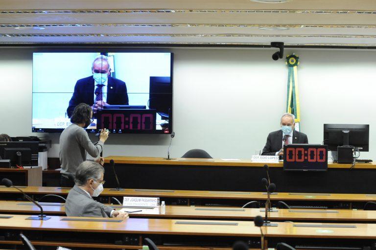 Edio Lopes preside a audiência pública