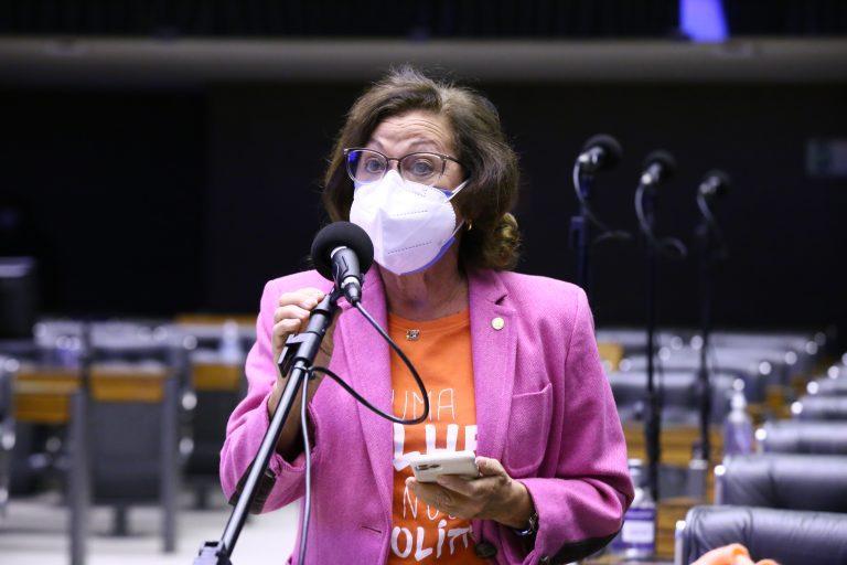 Deputada Lídice da Mata discursa no Plenário da Câmara