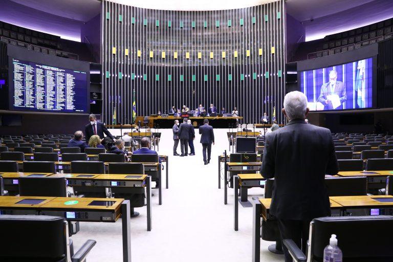 Câmara aprova inclusão automática de famílias de baixa renda na tarifa social de energia