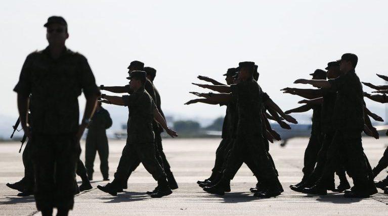 Segurança - forças armadas - Exército tropas soldados pelotão marcha militares militarismo