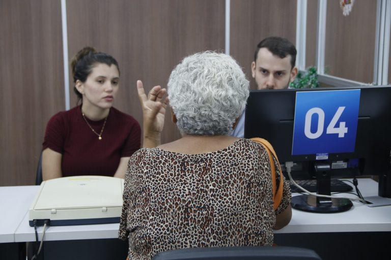 Direitos Humanos - idoso - prioridade atendimento preferencial idosos idosa burocracia terceira idade