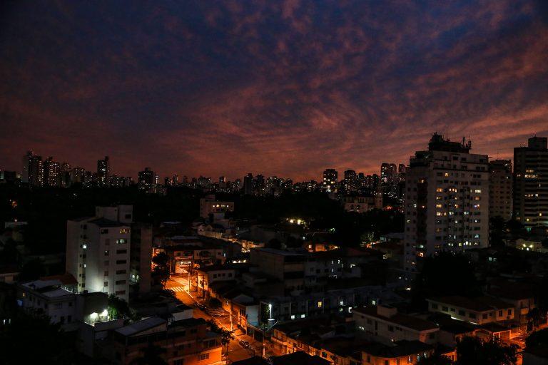 Cidades - geral - metrópoles imóveis energia elétrica luz urbana