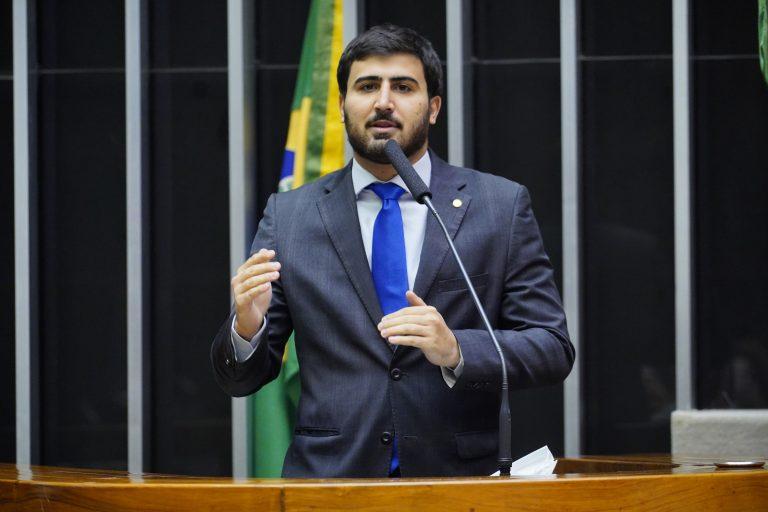 Emanuel Pinheiro Neto discursa no plenário