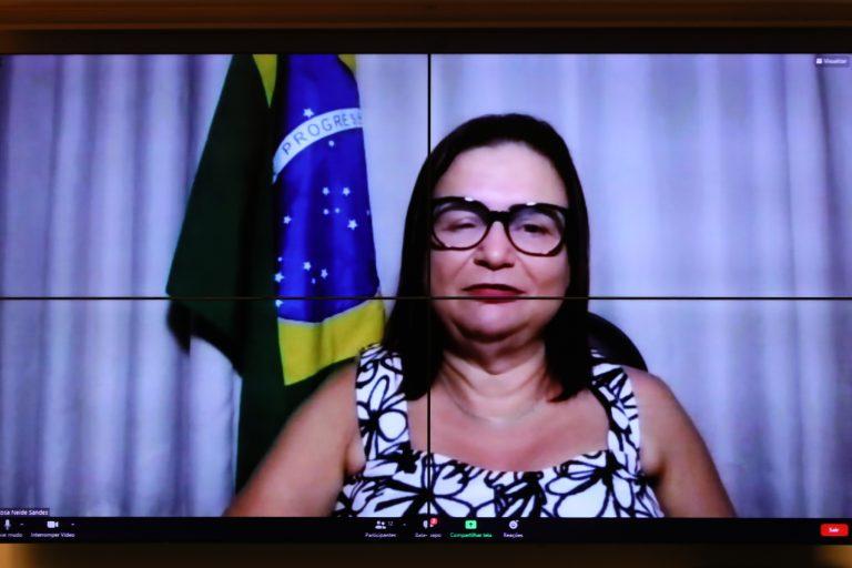 Professora Rosa Neide: Brasil ainda tem longo caminho a percorrer