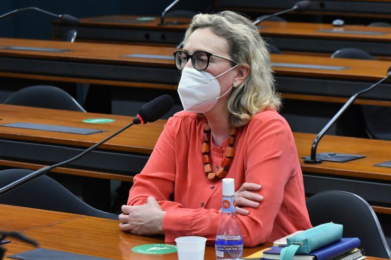 Maria do Rosário quer mais tempo para analisar o relatório