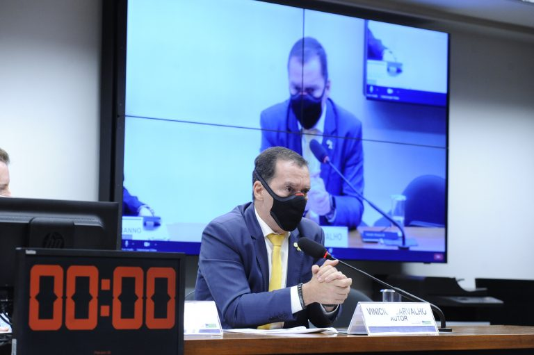 Vinicius Carvalho: empresas postergam solução dos problemas no Judiciário