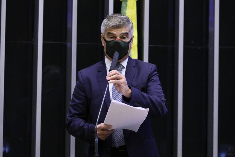 Wellington Roberto discursa no plenário