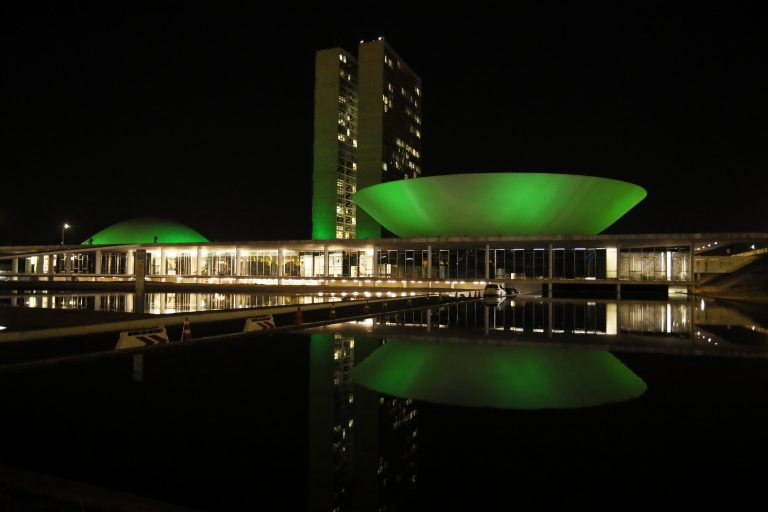 Congresso iluminado de verde em homenagem ao Dia Nacional da Doação de Órgãos