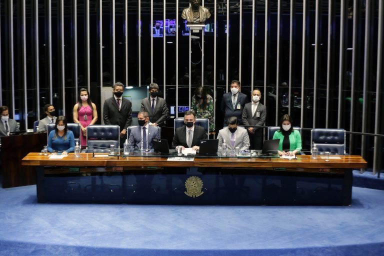 Mesa do Congresso durante promulgação da emenda 111