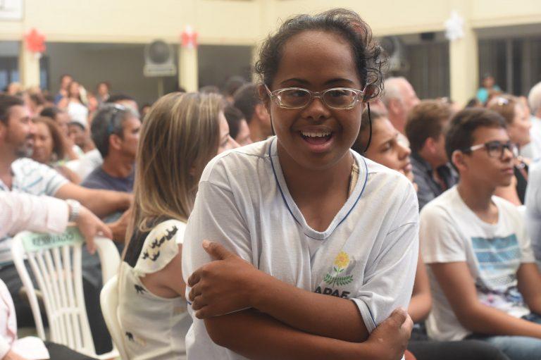Direitos Humanos - deficiente - síndrome de Down Apae deficiência intelectual (Centro Especializado em Reabilitação no Espírito Santo, 2016)