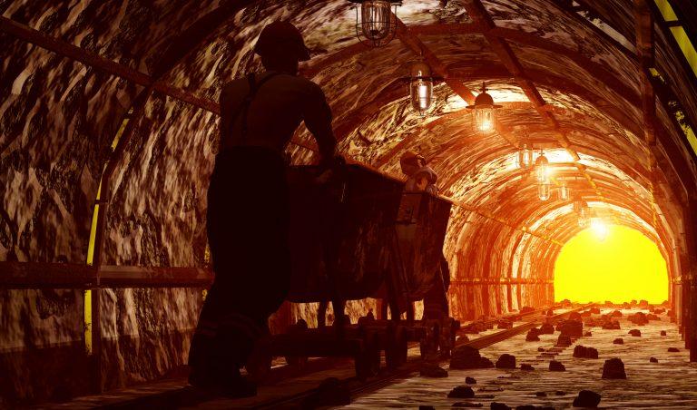 Economia - geral - mineração minas mineiros exploração riquezas minerais solo minérios