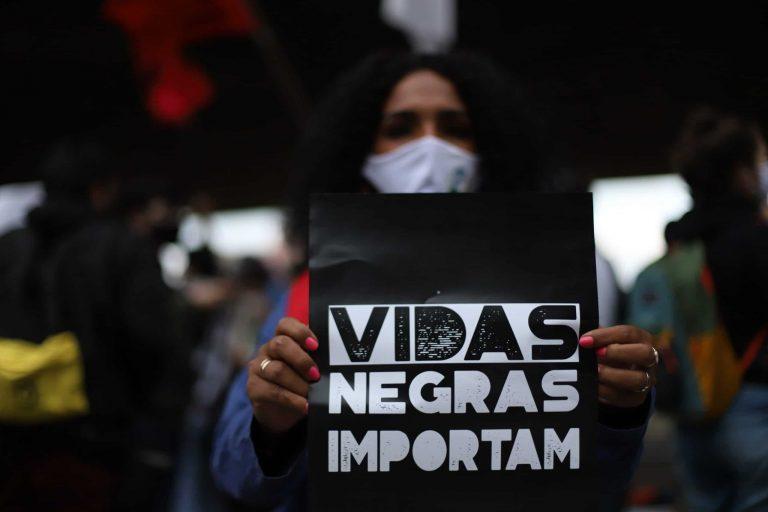 """Direitos Humanos - negros - Movimentos populares em Manifestação contra o racismo e o genocídio da população negra:""""Nem bala, nem fome e nem Covid. O povo negro quer viver!""""."""