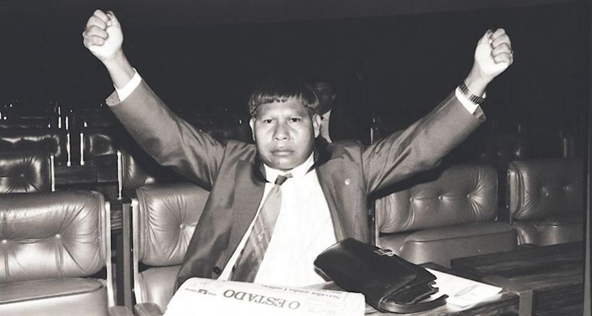 Deputado Mário Juruna, cacique da etnia Xavante, primeiro índio deputado federal, eleito em 1982. Foto: Arquivo CD