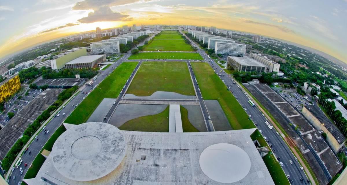 Vista aérea das cúpulas da Câmara dos Deputados e do Senado e da Esplanada dos Ministérios. Foto: Ana Volpe/Senado