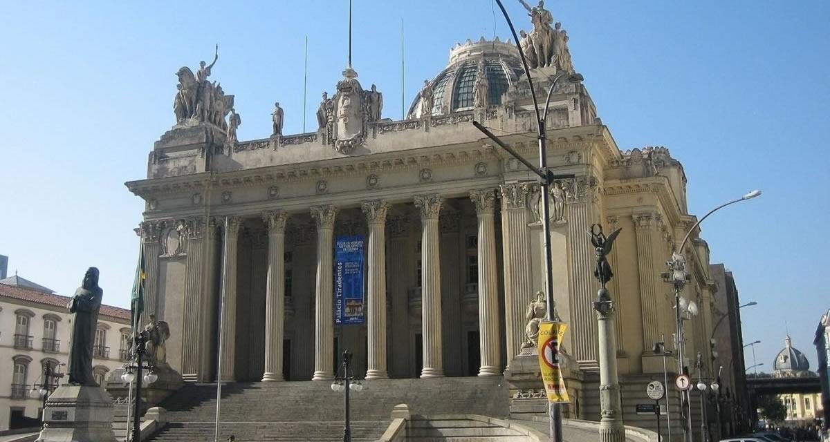 Palácio Tiradentes, primeiro prédio construído para sediar a Câmara (1926 a 1960). Hoje é a sede da Assembleia Legislativa do Rio. Foto: Arquivo CD