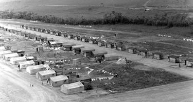 Acampamento de operários que trabalharam na construção de Brasília, chamados candangos. Foto: Arquivo Público do DF